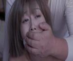 逃亡犯の男たちに朝から晩まで性欲の道具にされた妻 夫婦人質事件05